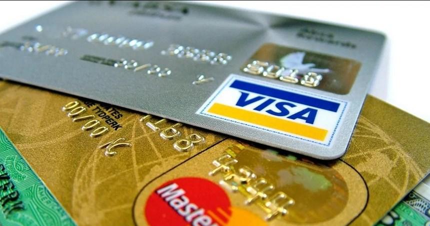 Работодателей, навязывающих работникам «зарплатный» банк, начнут штрафовать