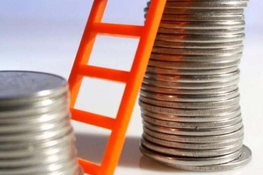 Федеральная налоговая служба обязала работодателей повысить зарплату работникам за 2017 год