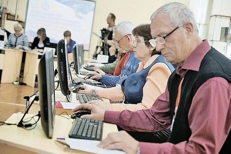 В регионе более одной тысячи работников старшего поколения бесплатно получают новую профессию и повышают квалификацию